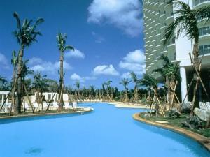 家族旅行におすすめ!沖縄プール付ホテル特集!~ファミリープール~|ライフツアー