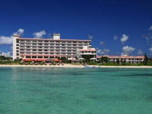 抜群のロケーション!底地湾沿いに建つビーチリゾート「石垣シーサイドホテル」