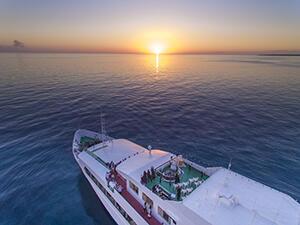 宮古島の海上で豪華クルーズ♪ランチ・ディナー選択OK♪