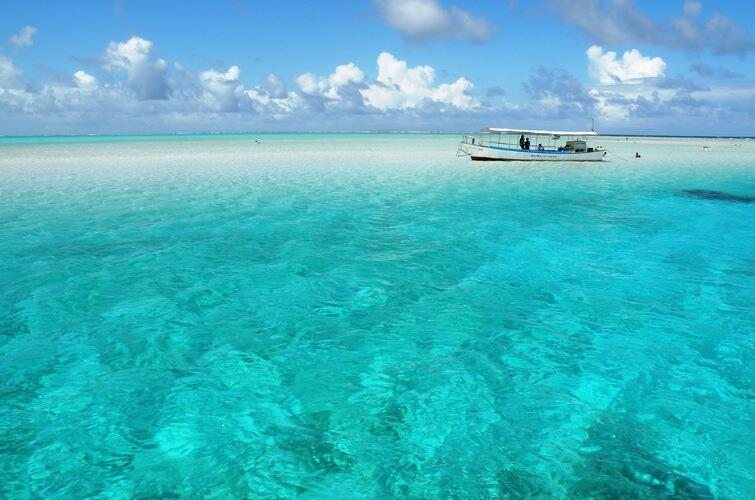 サンゴ礁のリーフに囲まれた島 東洋の真珠 与論島