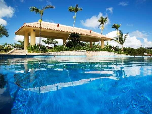 プールが自慢の大人気リゾートホテルステイ!