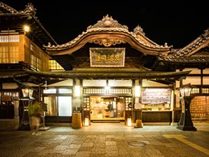 日本最古の温泉「道後温泉」へ